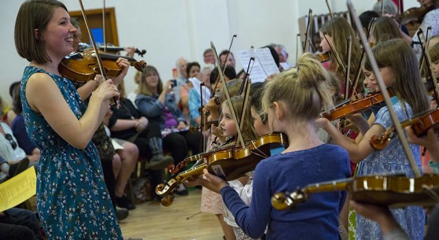 Music Trust Revives fiddle Playing on Scottish Island